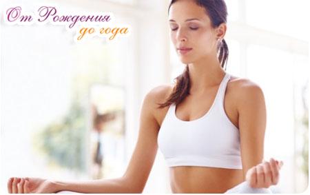 девушка выполняет упражнение на успокоение