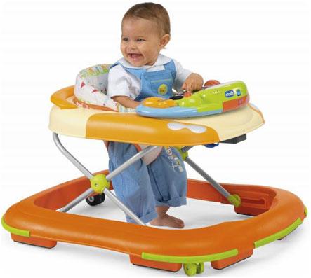 При использовании ходунков-сидений малыш не полностью стоит на своих ножках