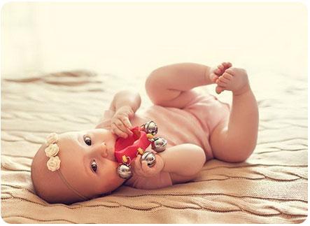 Что лучше подарить новорожденной девочке