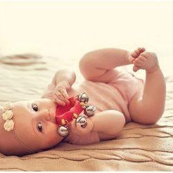 Какой выбрать подарок для новорожденной девочки?