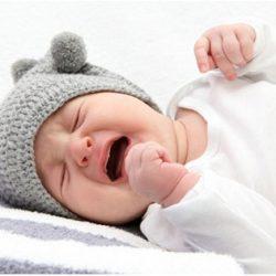 Грудничок плачет во сне. В чем может быть причина?