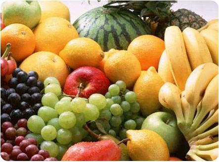 Целая гора различных фруктов
