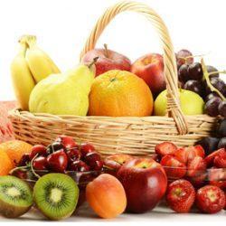 Какие ягоды и фрукты можно кормящей маме, а какие нельзя