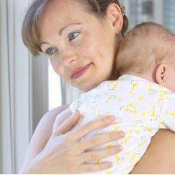 Как носить ребёнка столбиком? И зачем вообще это нужно?