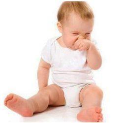 Как лучше всего чистить малышам носик?
