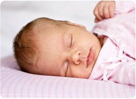 Малыш крепко спит