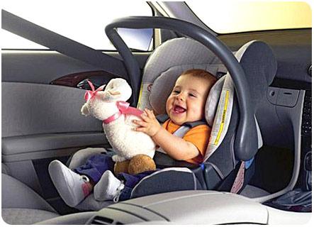 Перевозим малыша в авто правильно