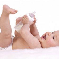 Чем кормить ребенка в 4 месяца и сколько?
