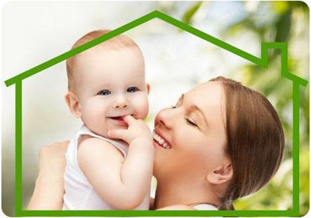Мама с малышом в домике