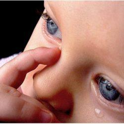 Почему могут слезится глаза у малыша?