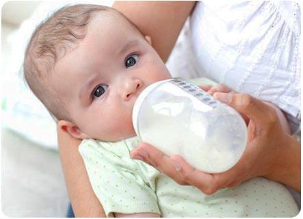 Введение Плантекса малышу с помощью бытылочки