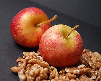 Для перекуса носите с собой орехи, яблоки, хлебцы