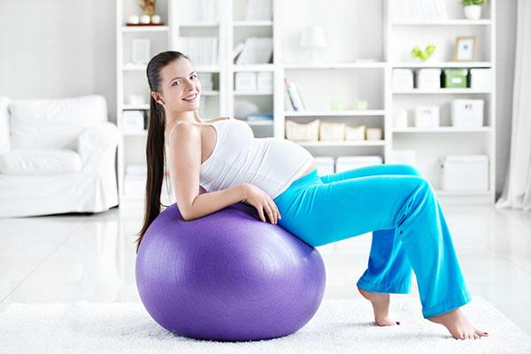 Фитбол укрепляет мышцы спины
