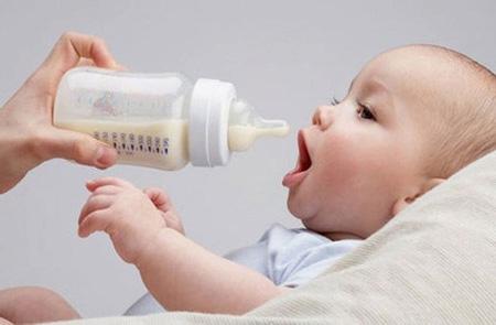 Как хранить сцеженное грудное молоко в бутылочке