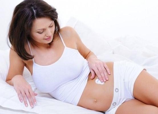 Пользуйтесь кремом от растяжек при беременности