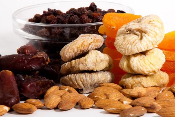 Шоколад можно заменить сухофруктами