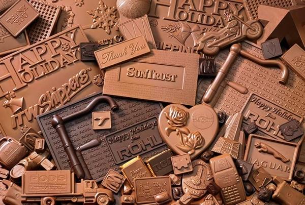 Следите за количеством съеденного и не покупайте дешевый шоколад с ароматизаторами и красителями