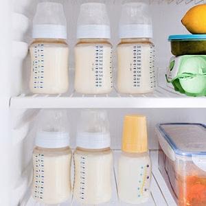 Сцеженное молоко новорожденным
