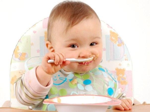 В 11 месяцев ребенок учиться самостоятельно есть