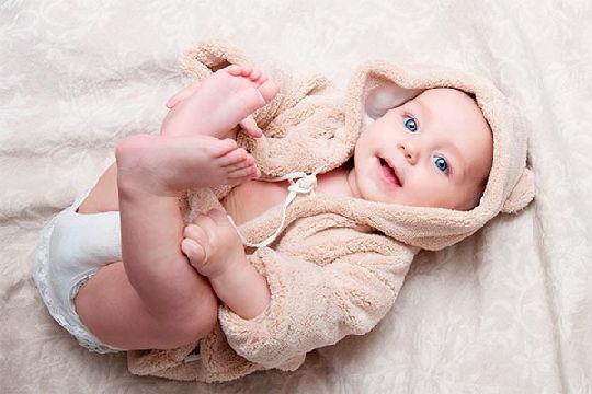 В 3 месяца ребенок чаще улыбается