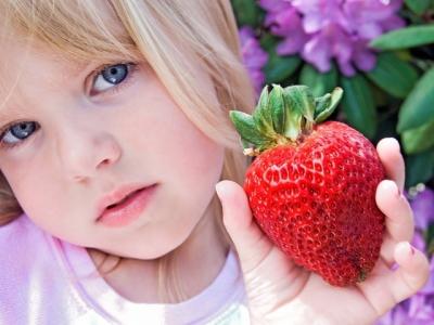Если сыпи нет, то маме можно продолжать умеренно употреблять ягоды