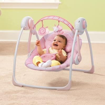 Если вы устали качать малыша на руках, положите его в высокое кресло-качалку