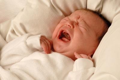 Как правильно выяснить причину плача малыша