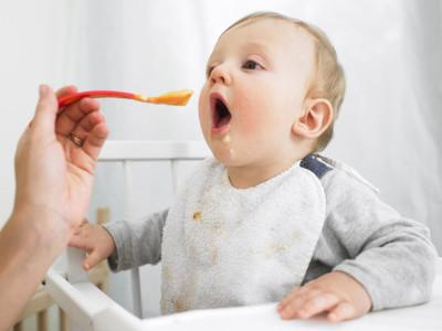 Малыш должен кушать особую пищу, по возрасту