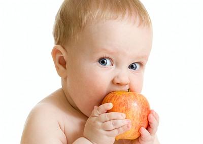 Малыш с яблоком
