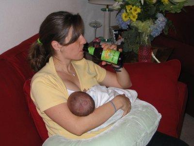 Можно ли кормящей маме безалкогольное пиво