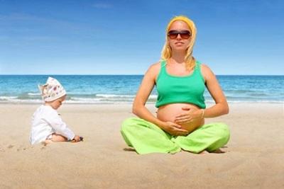 Нужно ли загорать при беременности