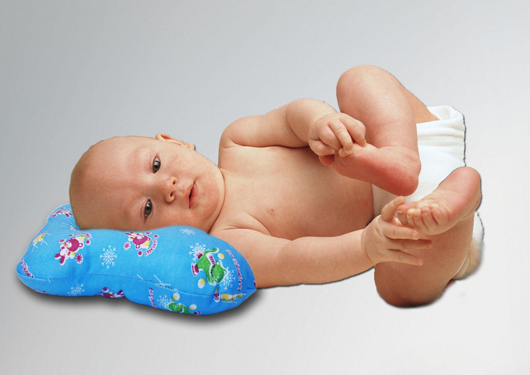 ребенок на ортопедической подушке фото