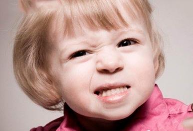 Почему ребенок ночью скрипит зубами?