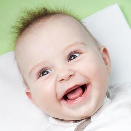 Появление первого зуба – прямой сигнал к началу новой пищевой стадии