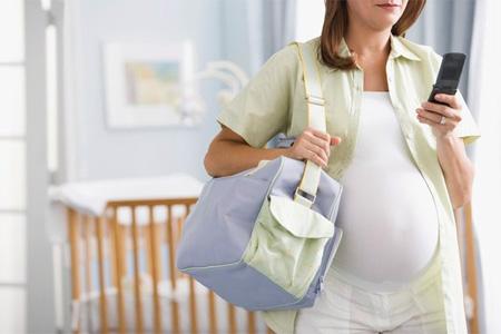 При первой беременности у вас есть огромный запас времени, чтобы спокойно собраться и доехать до родильного отделения