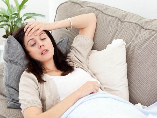 При поздней форме токсикоза женщина практически не встает с постели