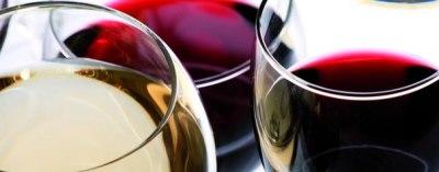 Смешивание мочи и красного вина