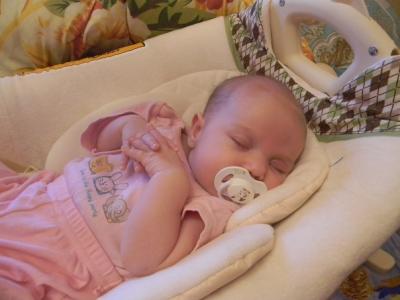 Трехмесячным малышам рано вводить прикорм