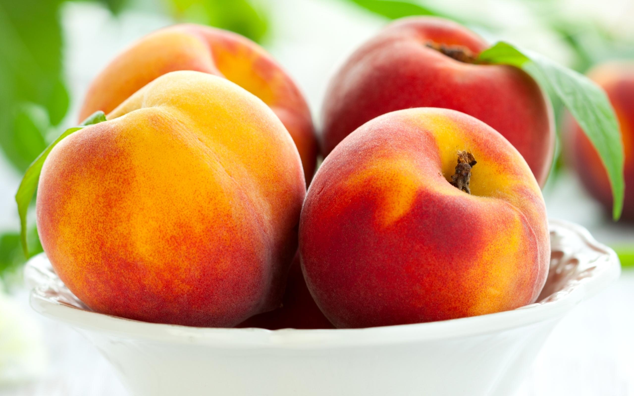 В шкурке персиков содержится большое количество аллергенов