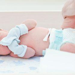 Как обрабатывать пупок новорожденного с прищепкой?