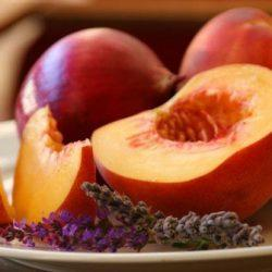 Можно ли персики при грудном вскармливании?