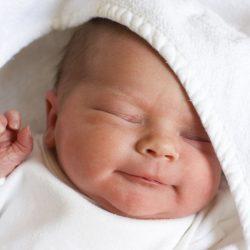 Почему новорожденный часто икает? Найдем ответ на вопрос