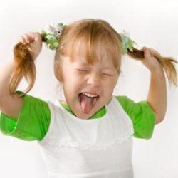 Ребенок 2 года часто психует и капризничает — что делать?
