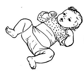 Правый и левый концы по очереди оборачиваем вокруг малыша и подтыкаем под спинку.