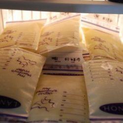 Сколько можно хранить грудное молоко после сцеживания