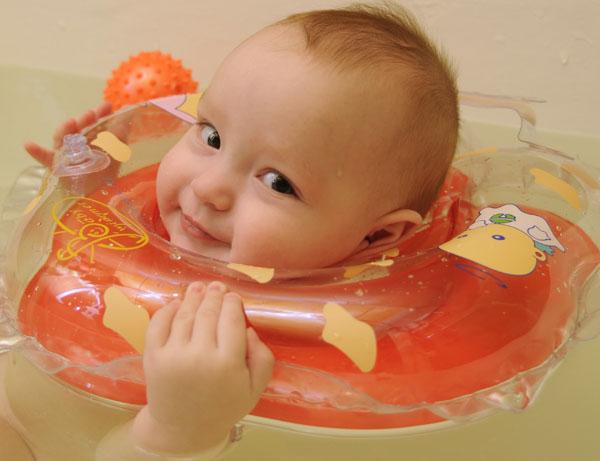 Круг для купания новорожденных. Со скольки месяцев можно использовать