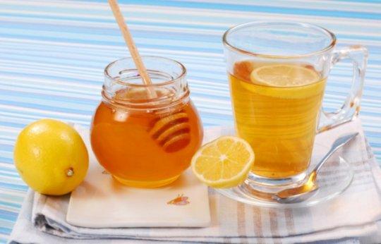 Лимон с медом помогут справиться с недугом