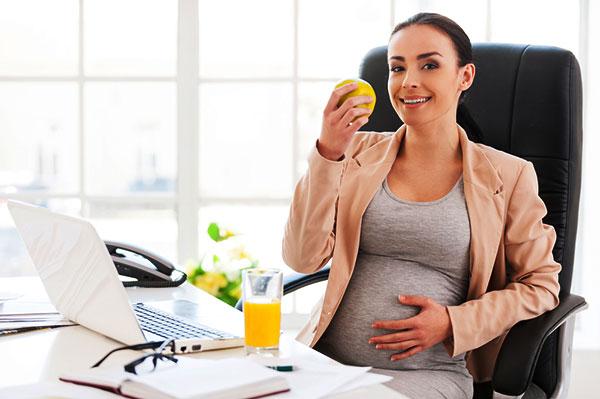 Некоторые беременные прекрасно чувствуют себя на работе