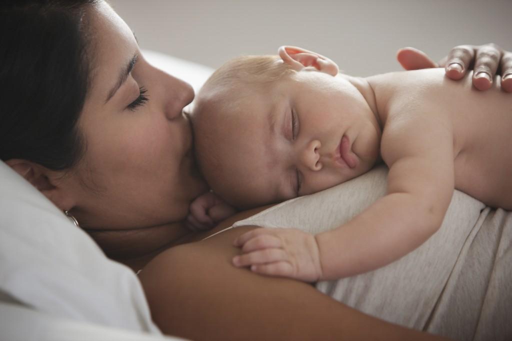 Норма сна для младенцев в сутки