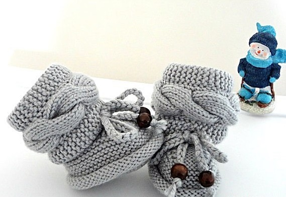 Пинетки спицами для новорожденных нарядные и повседневные модели